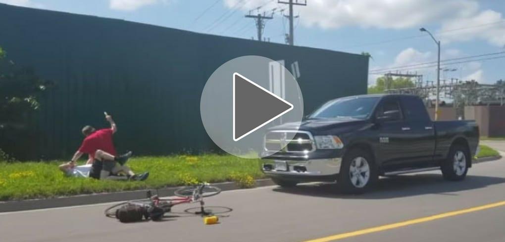 Un automobiliste attaque un cycliste de 74 ans avec une matraque