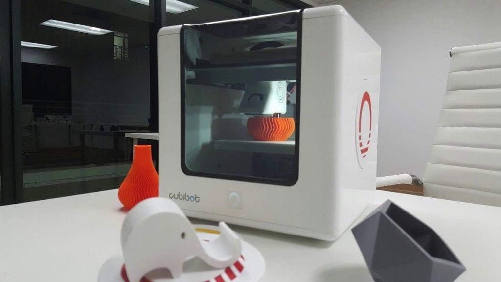 Voici l'imprimante 3D qui sera accessible à tous très bientôt. Suivez le Cubibot 3D printer