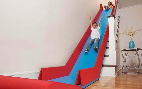 toboggan d'escalier amusant pour enfant