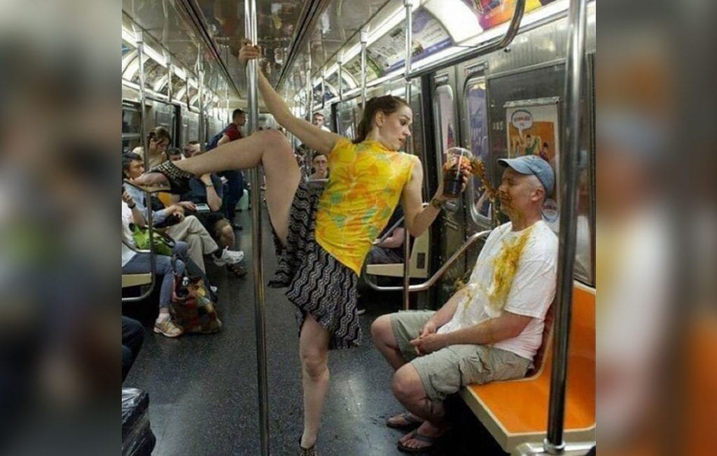 Pole Dancing dans un transport publique