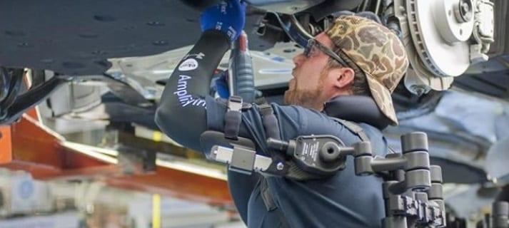 Ford utilise des exosquelettes pour faciliter la vie de ses travailleurs