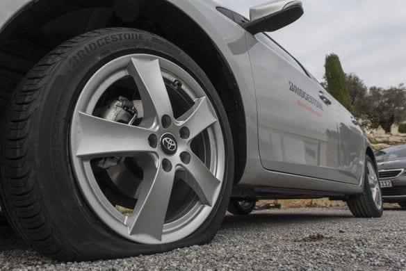 Entretien des pneus 101 : Quoi faire lorsqu'un pneu éclate sur la route