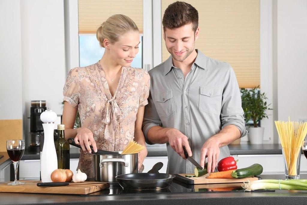 Les trois compétences culinaires de base que chaque étudiant devrait maîtriser