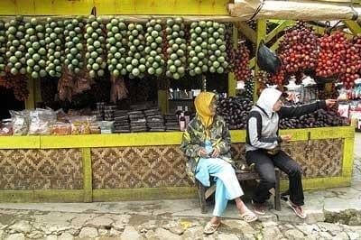 Vendeuses à Bandung, Java, Indonésie