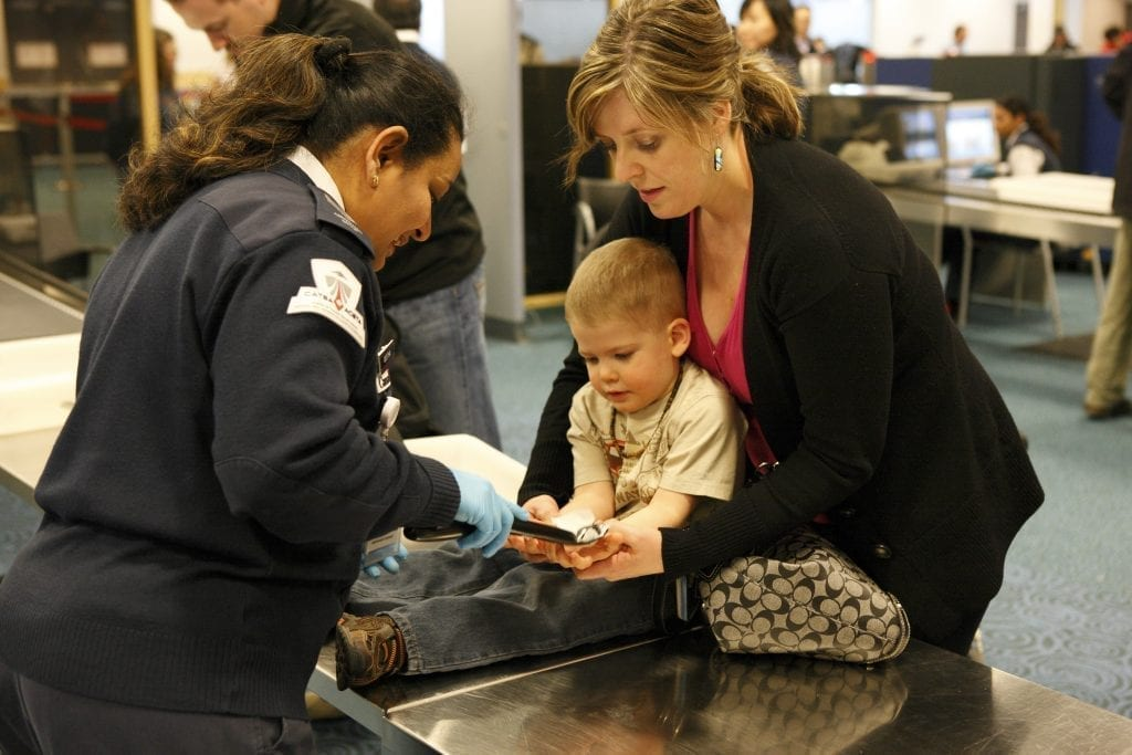Main tips for flying away with your family