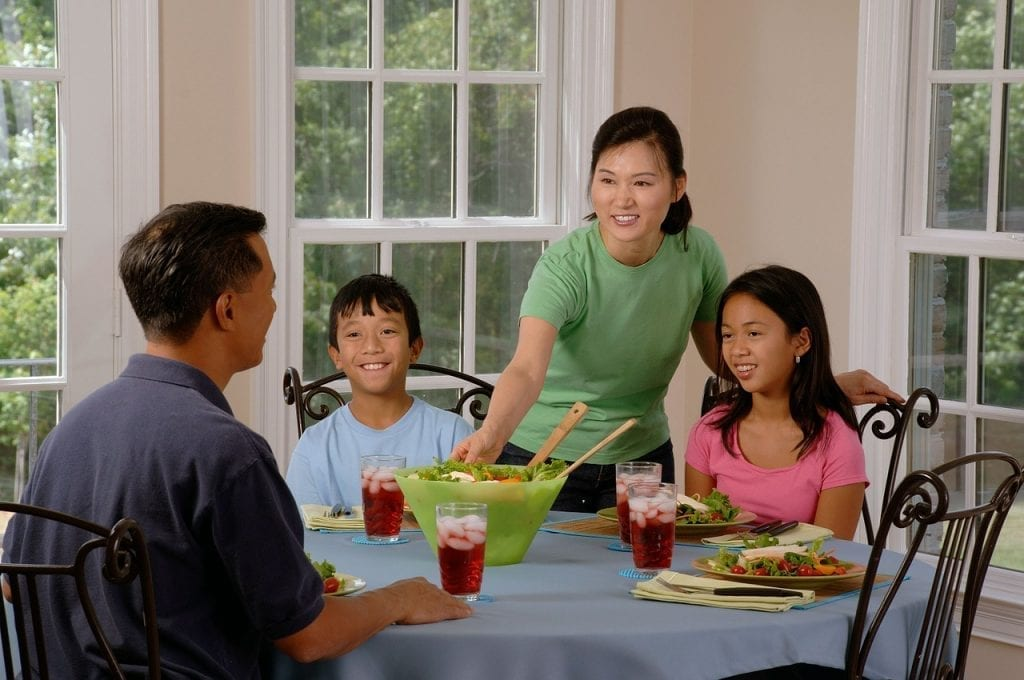 Eat together so your children can develop healthy habits